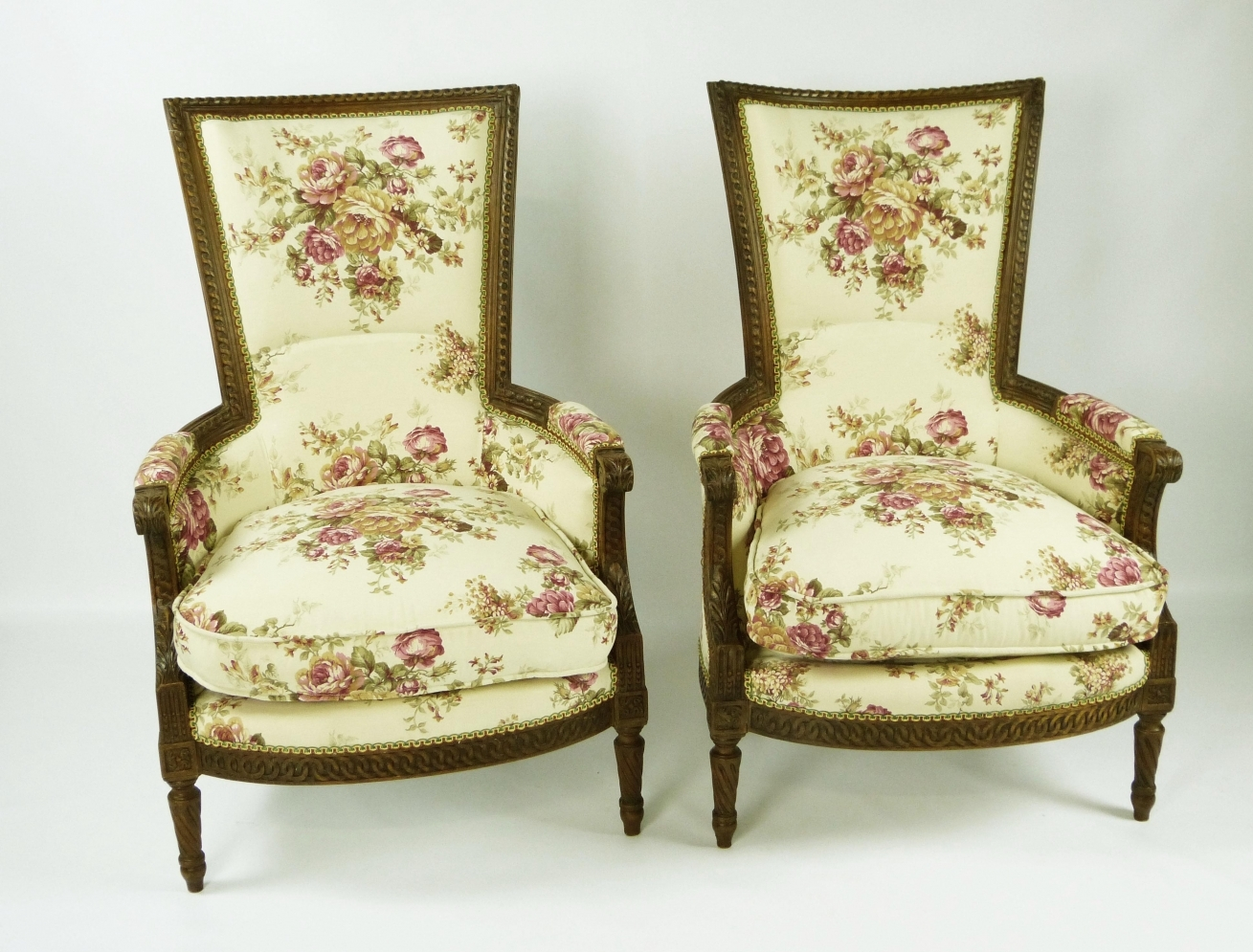 Louis xvi period armchairs trendfirst for Sillones antiguos