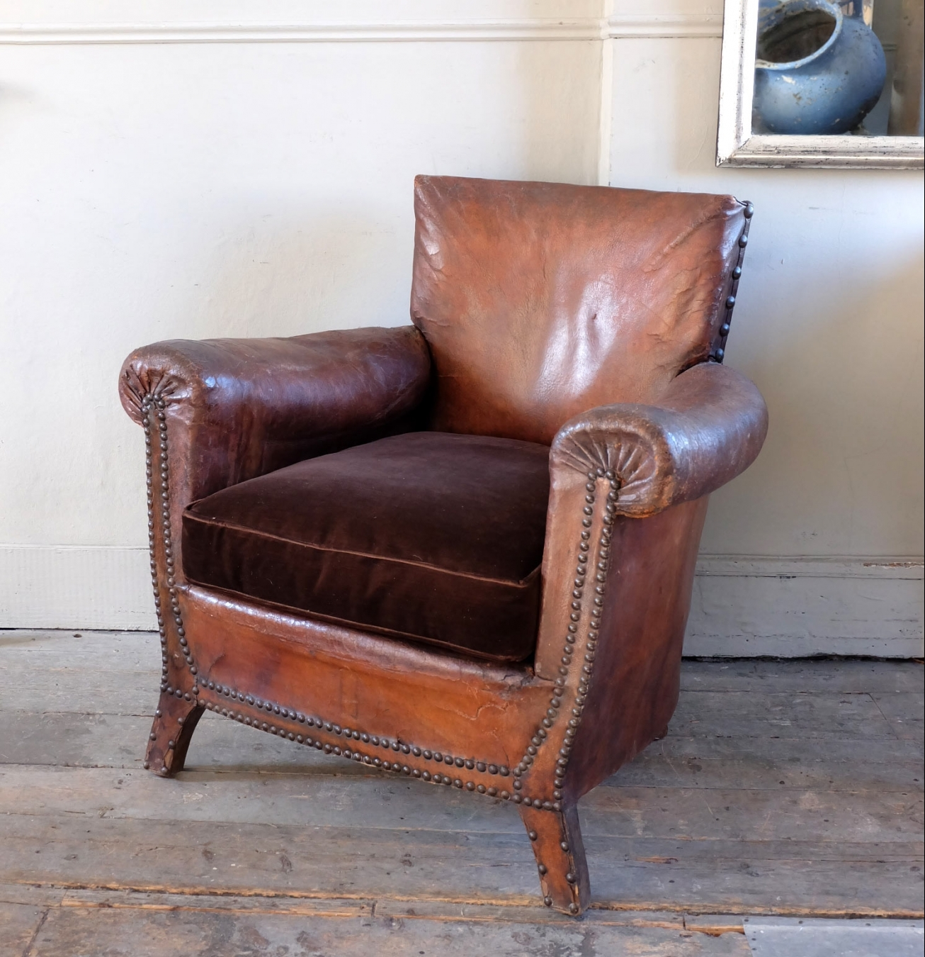 Antique Leather Armchair | TrendFirst