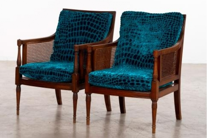 A pair of elegante armchairs