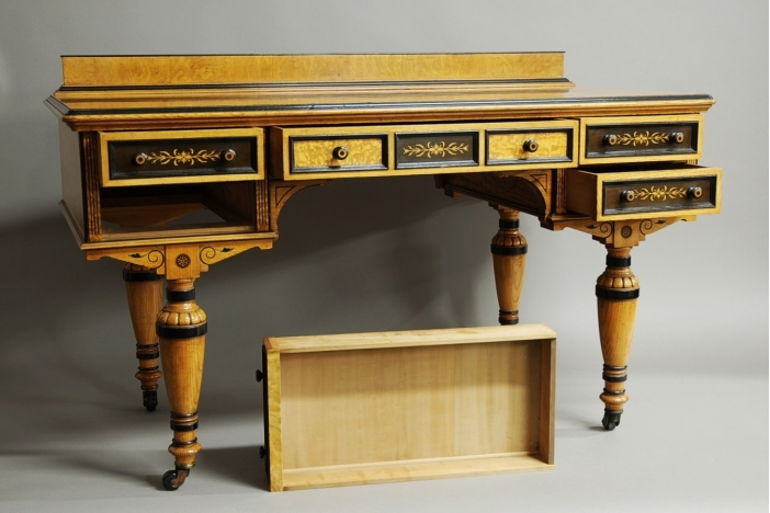 Victorian hungarian ash table trendfirst for Table 85 hours