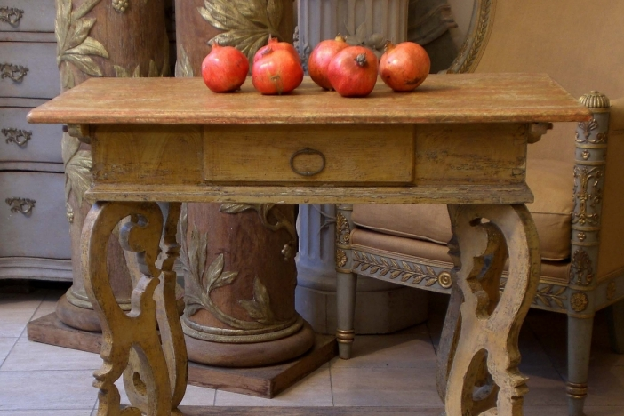 Freestanding Barock Table