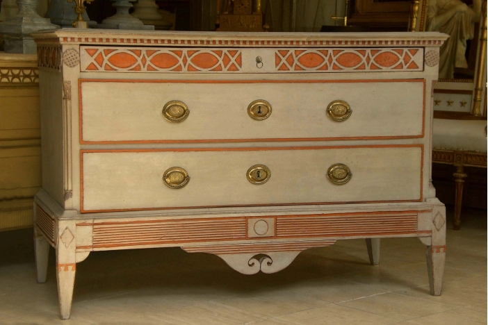 Chest of Drawers 1800