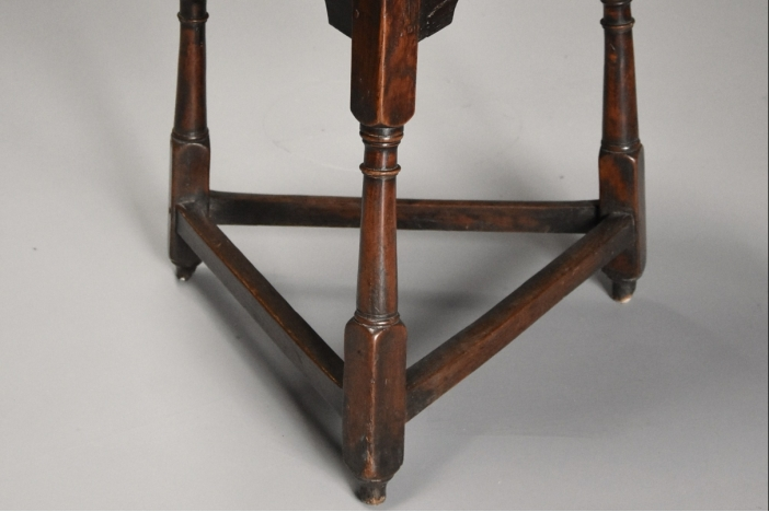 Early 18thc oak cricket table