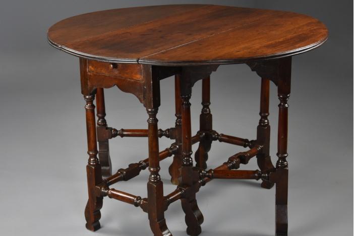 18thc red walnut gateleg table