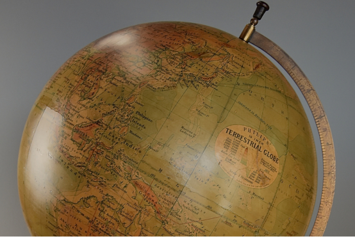 Philips 19'' table globe