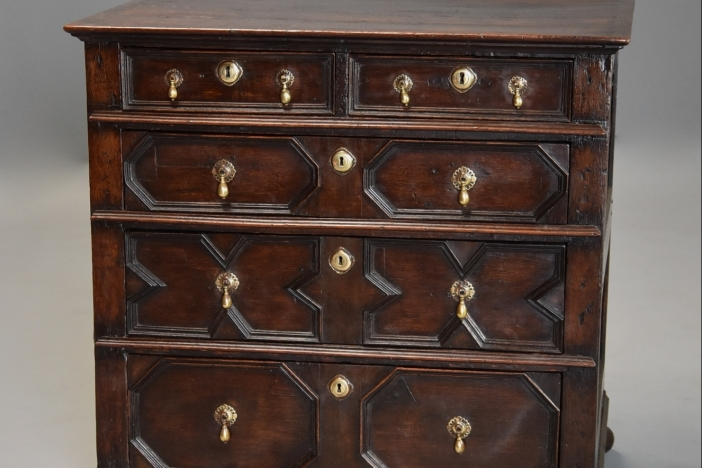 Moulded front chest of drawers