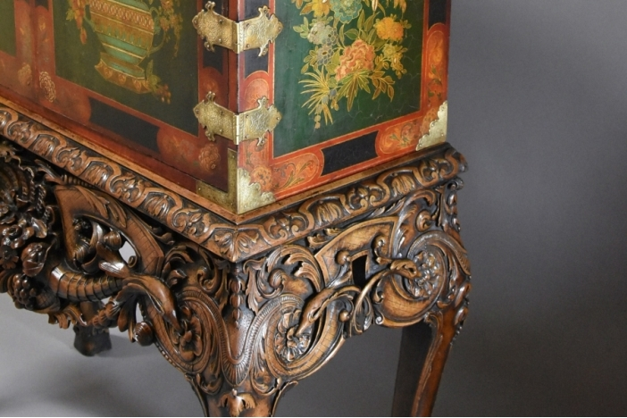 Lacquered cabinet on stand