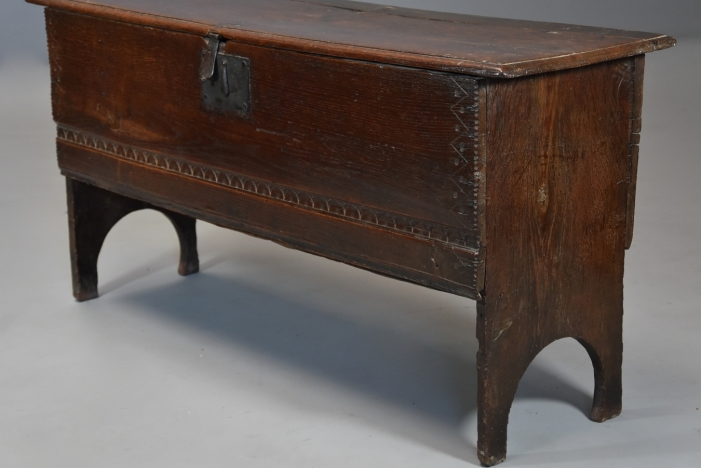 17thc oak six plank coffer
