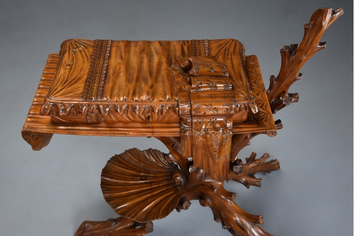 Superb Italian Grotto table