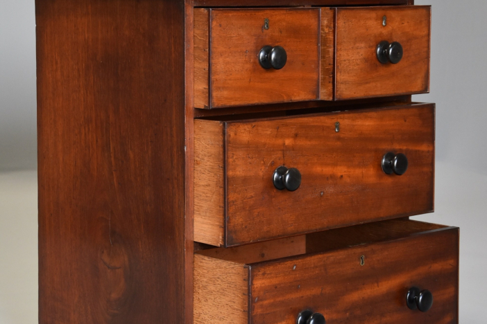 Small 19thc chest of drawers