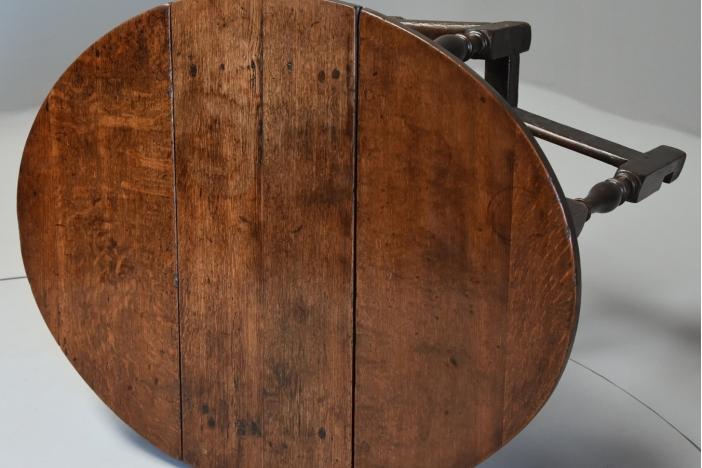 17thc small oak gateleg table