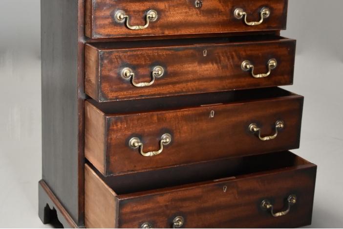 Small mahogany chest