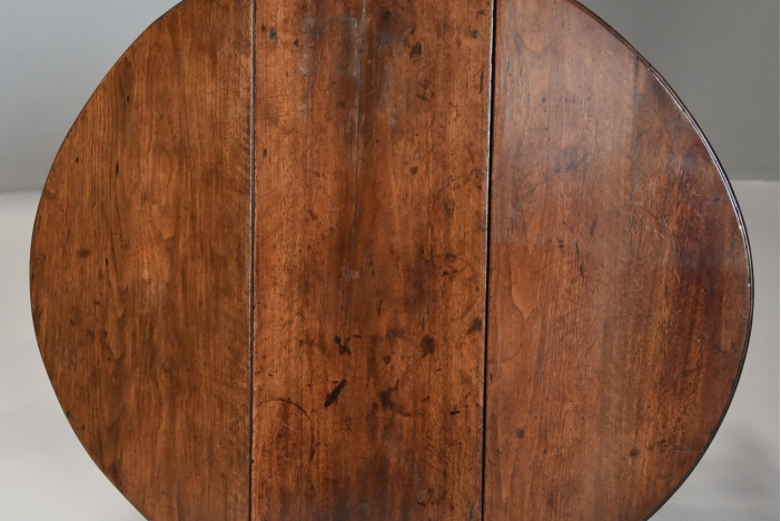 Small mahogany gateleg
