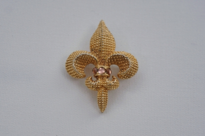 Sphinx pin Fleur de Lis