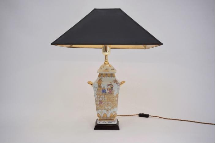 Chinoiserie porcelain lamp