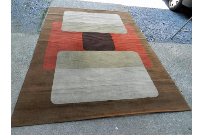 Large 1970 woolen carpet.