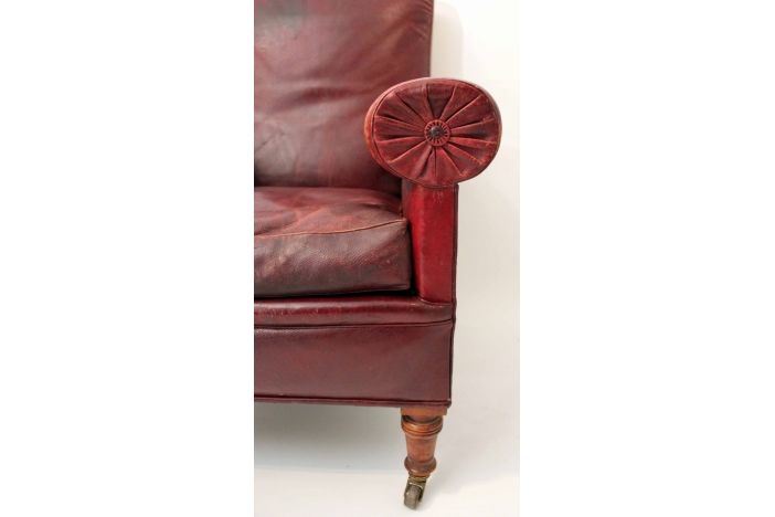 Gentleman`s Chair with Stool