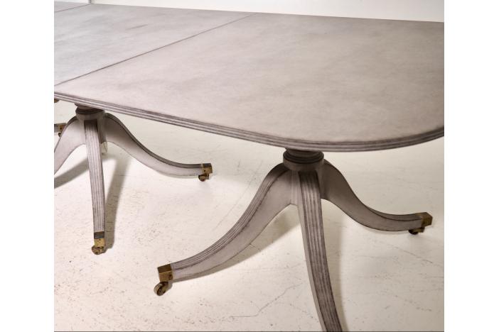 Three-pillar table, 19h C.