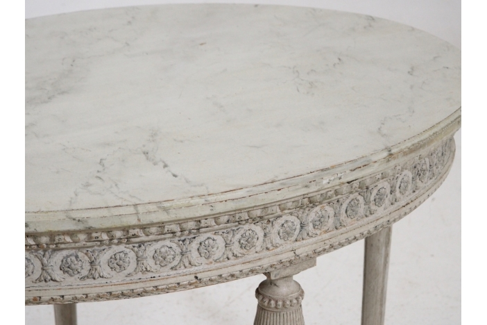 Ovale table, 19th C.