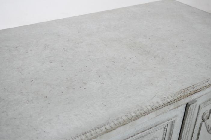 Gustavian style sideboard.