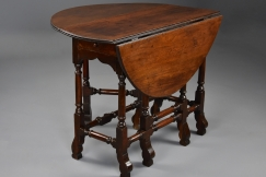 18thc red walnut gateleg table