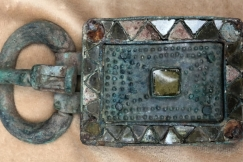 BRONZE BELT BUCKLE WITH GLASS